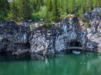 Россия. Карелия. Горный парк Рускеала. Marble quarry with boat in middle in Ruskeala Park in Republic of Karelia, Russia. Фото Observer-Deposit