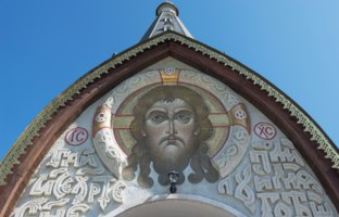 Карелия. Остров Валаам. Владимирский скит. The face of Jesus Christ at the main entrance. The island Valaam, Lake Lodozhskoye, Karelia. Фото GeneralSky-Deposit