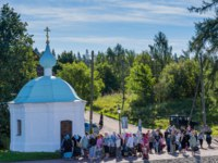 Карелия. Остров Валаам. Pilgrims at the chapel of the Valaam Monastery. Valaam island, Karelia, Russia. Фото A_Mikhail-Depositphotos