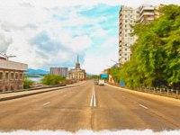 Россия. Открытка с видом Красноярска. Krasnoyarsk. Urban view. Wide highway along the waterfront river Yenisei. Фото ppl1958 - Depositphotos