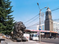 Россия. Красноярск. View of cityscape with sculpture of a lion. Krasnoyarsk, Russia. Фото Kristina_Mv - Depositphotos