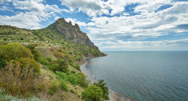Клуб путешествий Павла Аксенова. Россия. Крым. Карадаг. National park Karadag in Crimea, Russia. Фото vlade-mir - Depositphotos