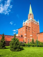 Moscow Kremlin. Scenic view from Alexander Garden. Moscow Kremlin is a top landmark of city. Famous ancient monument in the Moscow center. Фото scaliger-Dep