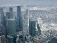 Россия. Москва-сити. Aerial view of busy city highway and skyscrapers of business center Moscow-City. Фото alexeynovikov - Depositphotos
