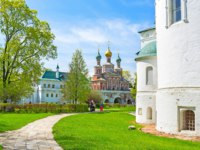 Москва. Новодевичий монастырь. Novodevichy Convent consists of numerous beautiful medieval churches such as Smolensky Cathedral and Church of the Inter