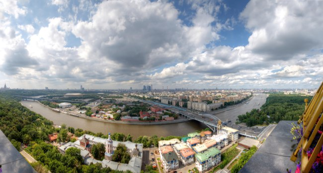 Москва. Воробьевы горы. Panoramic view of Moscow with Luzhniki Stadium, Sparrow Hills, Moscow University, Saint Andrew's Monastery, Neskuchny Garden taken