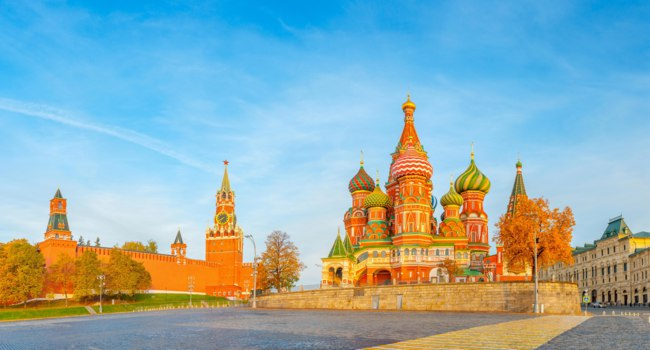 Храм Василия Блаженного. Beautiful view of the Red Square with Moscow Kremlin and St Basil's, the most visited landmark in Moscow. Russia. Фото fotosaga-Deposit