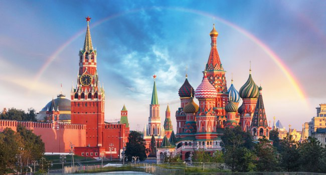 Россия. Москва. Храм Василия Блаженного. Panoramic view of the Red Square with Moscow Kremlin and St Basil's Cathedral with rainbow. Фото TTstudio-Depositphotos
