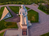 Мурманск. Монумент Алеша. Aerial view panorama of city monument Defenders of Soviet Arctic Alyosha. Murmansk, Russia. Фото ParStud - Depositphotos