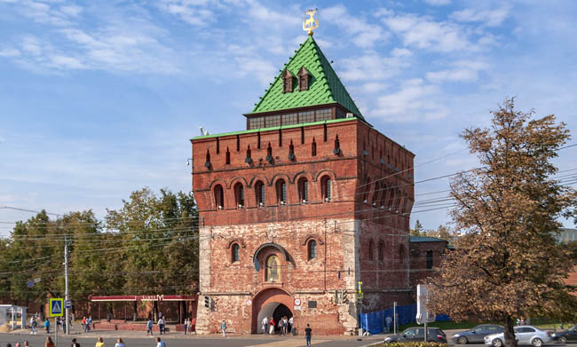 Россия. Дмитриевская башня Нижегородского кремля. Dmitrievskaya Tower of the Kremlin in Nizhny Novgorod, Russia. Фото Алексей Трефилов - wikimedia.org