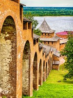 Россия. Стена Нижегородского кремля. Defense Towers and walls of the Kremlin in Nizhny Novgorod, Russia. Фото Leonid_Andronov - Depositphotos