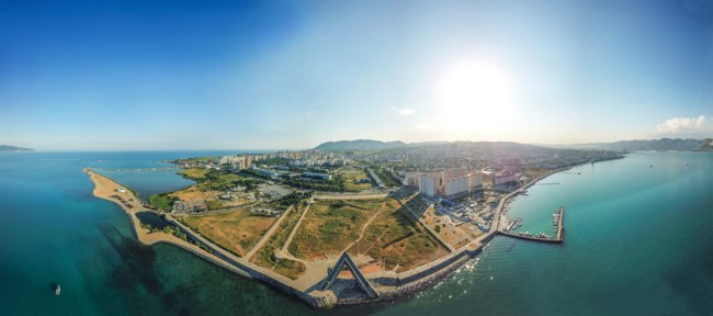 Россия. Город-герой Новороссийск. Novorossiysk beach spit from a height summer panorama. Фото MrAVP - Depositphotos