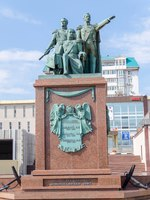 Monument to the founders of Novorossiysk was opened on the Shore Promenade behalf of Admiral Serebryakov June 12, 2001 on the Day of Russia. Фото oknebulog-Dep