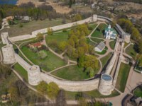 Россия. Псков. Изборск. Aerial view of Izborsk fortress in Russia. Фото a_medvedkov - Depositphotos