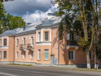Россия. Архитектура Пскова. Pskov, an old apartment building on the street Leon Pozemsky, the old district cities. Фото oroch2 - Depositphotos