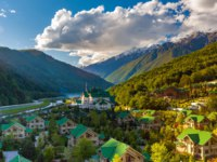 Россия. Сочи. Курорт Красная поляна. Ski Resort at Caucasus Mountains, Krasnaya Polyana, Sochi, Russia. Фото ValeryBocman - Depositphotos