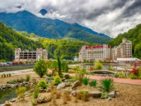 Россия. Сочи. Красная поляна. Курорт Роза Хутор. Rosa Khutor Caucasus ski resort beach recreation area Krasnaya Polyana Sochi RussiaФото SergeyS - Depositphotos