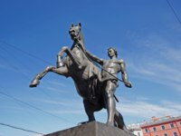 Клуб Павла Аксенова. Россия. Санкт-Петербург. Аничков мост. Кони Клодта. Klod's horses on Anichkov bridge, Saint Petersburg, Russia. Фото rgraz-Depositph