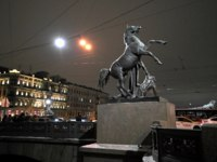 Клуб Павла Аксенова. Россия. Санкт-Петербург. Аничков мост. Кони Клодта. Klod's horses on Anichkov bridge, Saint Petersburg, Russia. Фото trofoto-Deposi