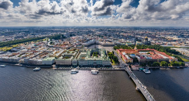Санкт-Петербург. Дворцовая площадь. Aerial panorama of Saint Petersburg, the Hermitage museum, Winter Palace, Palace Square. Фото VladimirDrozdin-Depositphotos