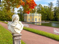 Санкт-Петербург. Царское село (Пушкин). Екатерининский парк. Catherine park in autumn foliage, Tsarskoe Selo, St. Petersburg. Фото mistervlad-Depositphotos
