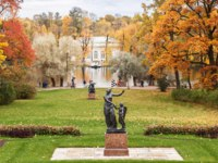 Санкт-Петербург. Царское село (Пушкин). Екатерининский парк. Catherine park in Tsarskoe Selo in fall, Pushkin, St. Petersburg. Фото paanna-Depositphotos