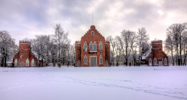 Пушкин. Екатерининский парк. Адмиралтейство. Admiralty in winter in Catherine park, Tsarskoe Selo, St. Petersburg, Russia. Фото mistervlad - Depositphotos