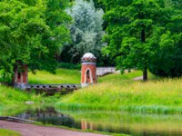 Пушкин. Красный каскад. Red (Turkish) cascade with two turrets in the Catherine Park in Tsarskoye Selo, Pushkin, Russia. Фото OlyaSolodenko - Depositphotos