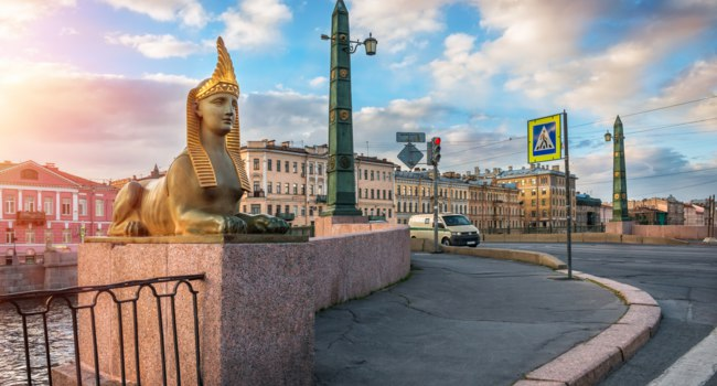 Россия. Санкт-Петербург. Египетский мост через Фонтанку. Sculpture of the sphinx on the Egyptian bridge. St. Petersburg. Russia. Фото yulenochekk-Deposit