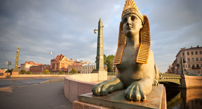 Россия. Санкт-Петербург. Египетский мост через Фонтанку. Sphinx chimera on Egyptian Bridge in Saint-Petersburg. Russia. Фото eugenesergeev-Depositphotos