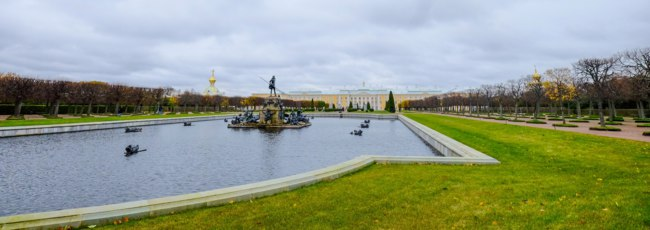 Россия. Санкт-Петербург. Петергоф. Фонтан Нептун в Вернем саду. The fountain of Neptune in the top park Peterhof. Russia. Фото phuongphoto-Dep