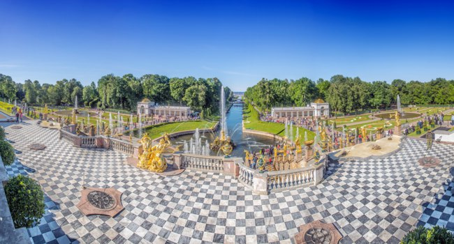 Россия. Санкт-Петербург. Фонтаны Петергофа. Fountains of Peterhof in St Petersburg, Russia. Фото artfotoss - Depositphotos