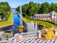 Россия. Санкт-Петербург. Петергоф. Большой каскад. Grand Cascade and Sea Channel in Peterhof Palace, Saint Petersburg. Russia. Фото scaliger - Depositphotos