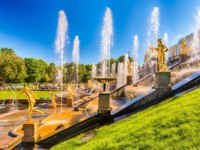 Россия. Санкт-Петербург. Петергоф. Большой каскад. Grand cascade in Peterhof, Saint Petersburg. Russia. Фото marcorubino - Depositphotos