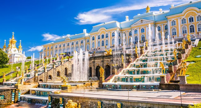 Россия. Санкт-Петербург. Петергоф. Большой каскад. Grand cascade in Peterhof, Saint Petersburg. Russia. Фото sborisov - Depositphotos