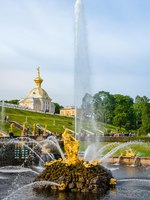 Россия. Санкт-Петербург. Петергоф. Фонтан Самсон. Samson Fountain in Peterhof Palace, Saint Petersburg. Russia. Фото Valegorov - Depositphotos