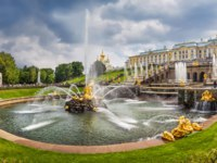 Россия. Санкт-Петербург. Петергоф. Фонтан Самсон. Samson Fountain in Peterhof Palace, Saint Petersburg. Russia. Фото yulenochekk - Depositphotos