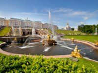 Россия. Санкт-Петербург. Петергоф. Фонтан Самсон. Samson Fountain in Peterhof Palace, Saint Petersburg. Russia. Фото olgysha - Depositphotos