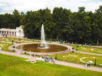Россия. Санкт-Петербург. Петергоф. Фонтаны Чаши в Нижнем парке. Peterhof Lower park and fountains, Saint Petersburg, Russia. Фото tishka13_85 - Depositphotos