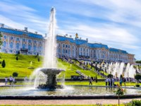 Россия. Санкт-Петербург. Петергоф. Фонтаны Чаши в Нижнем парке. Peterhof Lower park and fountains, Saint Petersburg, Russia. Фото Sforzza - Depositphotos
