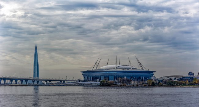 Stadium Gazprom-Arena on Krestovsky island and Cable-stayed bridge Western high-speed diameter across Peters fairway in St. Petersburg. Фото Igor-SPb-Dep