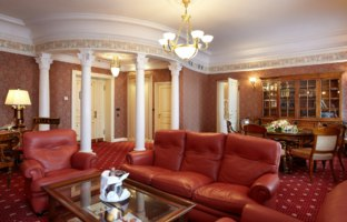 Россия. Санкт-Петербург. Интерьер Талион Империал отеля. Taleon Imperial Hotel St. Petersburg. Taleon Suite Living Room