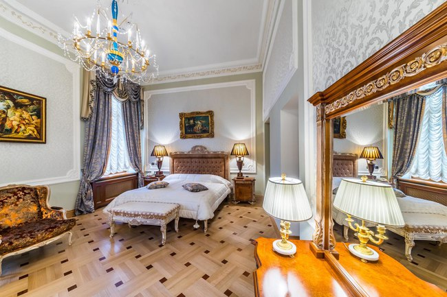 Россия. Санкт-Петербург. Интерьер Талион Империал отеля. Taleon Imperial Hotel St. Petersburg. Emperor Suite Bedroom