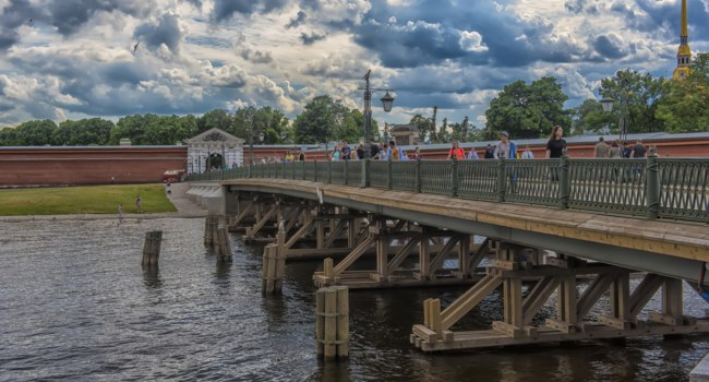 Россия. Санкт-Петербург. Иоанновский мост Петропавловской крепости. The Ioanovsky Bridge. St. Petersburg. Russia. Фото evdoha - Depositphotos