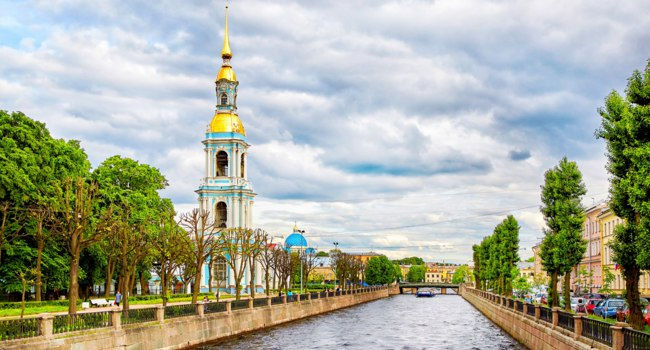Россия. Санкт-Петербург. Крюков канал. Kryukov canal, bell tower of St. Nicholas Naval Cathedral, St. Petersburg. Russia. Фото magone - Depositphotos