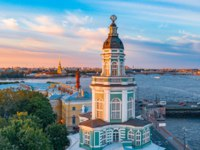Кунсткамера. Kunstkamera at sunset on a summer evening Rostral columns on the Spit of Vasilyevsky Island and the Peter and Paul Fortress. Фото aapsky - Depositphotos