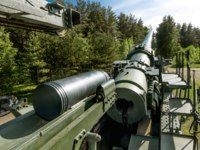 Россия. Город-герой Ленинград. Форт Красная горка. Views of cannon and the rail Transporter at Fort Krasnaya Gorka. Фото toshket - Depositphotos