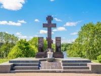 Россия. Город-герой Ленинград. This worship cross was placed in memory of soldiers who participated in breakthrough of siege of Leningrad. Kirovsk. Фото IrinaDanc