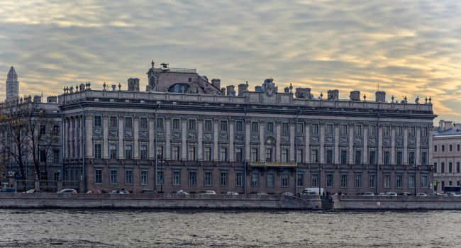 Россия. Санкт-Петербург. Мраморный дворец. Embankment facade of the Larger Marble Palace on the Neva river embankment. Saint-Petersburg. Фото Igor-SPb-Dep