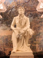 Saint Petersburg Metro station Pushkinskaya. Statue of Alexander Pushkin and murals depicting the Tsarskoye Selo Park. Фото Anoli50 - Depositphotos
